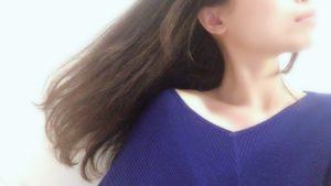 髪の毛サラサラの女性