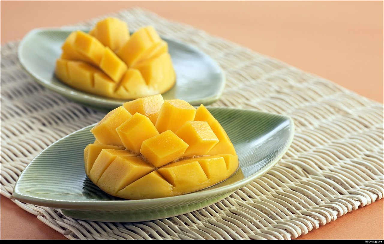 お皿に盛られたマンゴー