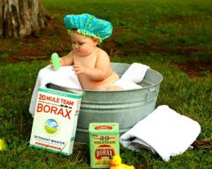 お風呂に入っている赤ちゃん