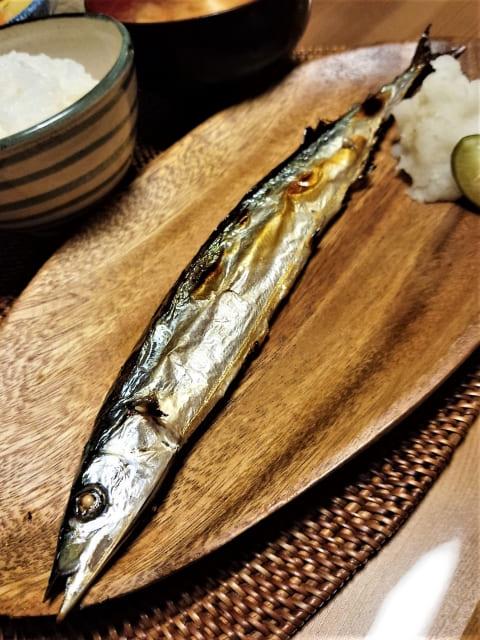 すだちがのった秋刀魚