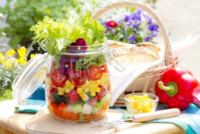 野菜が食卓に並んでいる
